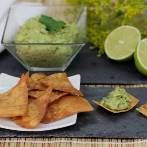 tacos de maíz con salsa guacamole