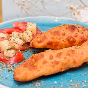 empanadillas de tomate, mozzarella y jamón ibérico