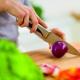 Cómo cortar cebollas sin llorar
