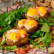 champiñones rellenos con huevo de codorniz y jamón ibérico