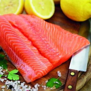 Cómo desespinar un lomo de salmón