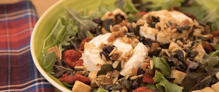 Ensalada de espinacas, queso de cabra y frutos secos