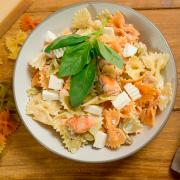 pasta con salmón y queso fresco