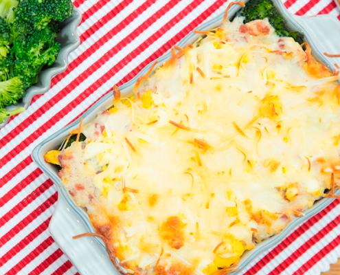 brócoli gratinado con queso, jamón y huevo duro