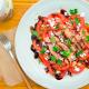 ensalada de tomate con aceite de coco y melva