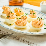 huevos rellenos de salmón con queso crema