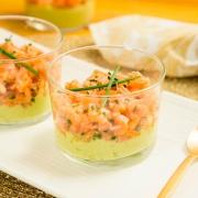 Vasitos de aguacate y salmón