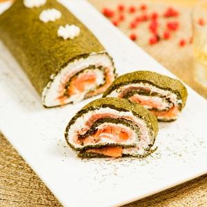 Rollo de espinacas y salmón