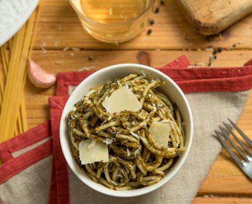Espaguetis con salsa de espinacas