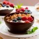 bol de chocolate con granola