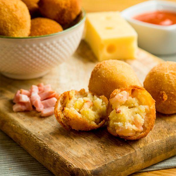 bolitas de patata con queso y bacon