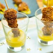brochetas de pollo con salsa de mango