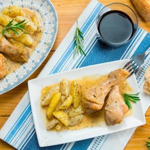 pollo guisado en salsa de manzana