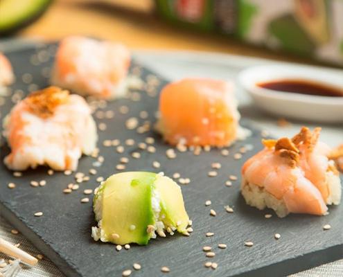 sushi con arroz de coliflor