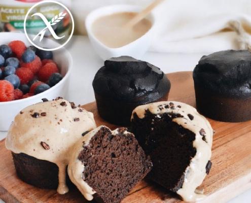 Muffins sin gluten con frosting de plátano