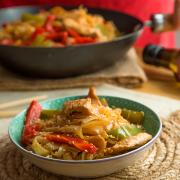 Pollo agridulce con noodles