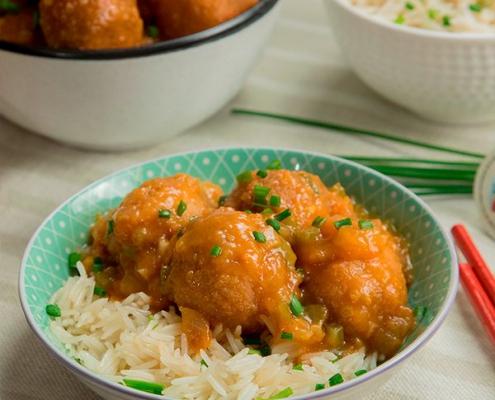 Albóndigas de pollo en salsa asiática