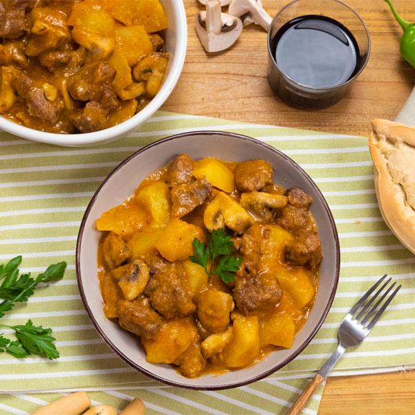 Guiso de carne con patatas y champiñones