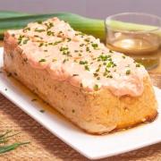 Pastel de merluza y dátiles con mayonesa de piquillos