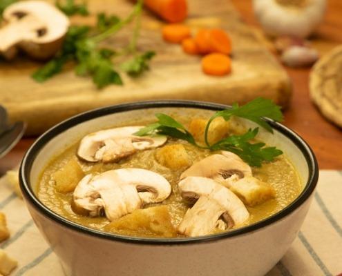 Crema de champiñones y pollo al romero