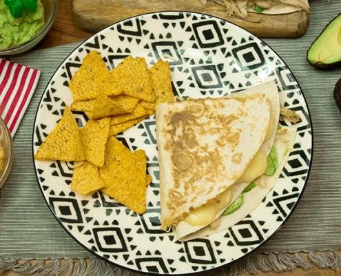 Wrap de pollo, aguacate, champiñones y queso