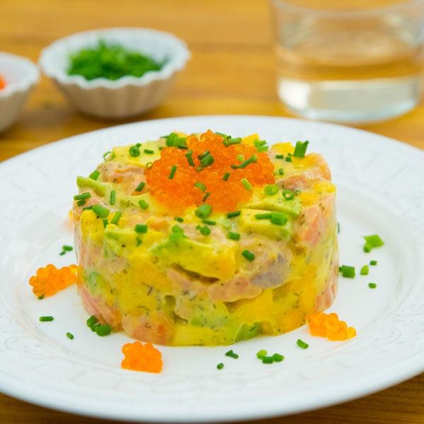 Tartar de salmón, aguacate y mango